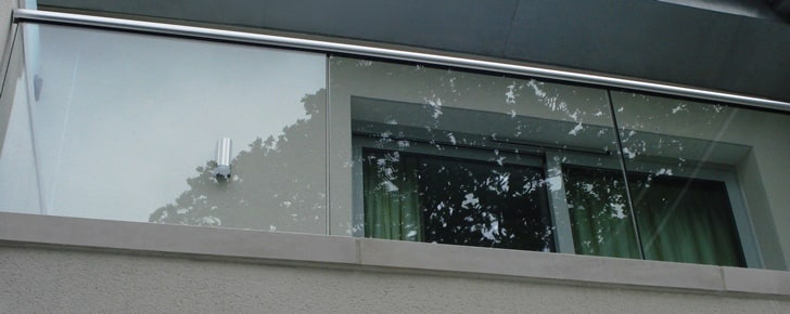 Structural glass balustrade requires no supporting uprights for minimalist looks